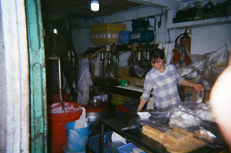 Ảnh chụp bằng Ilford Sprite 35 II trong nhà