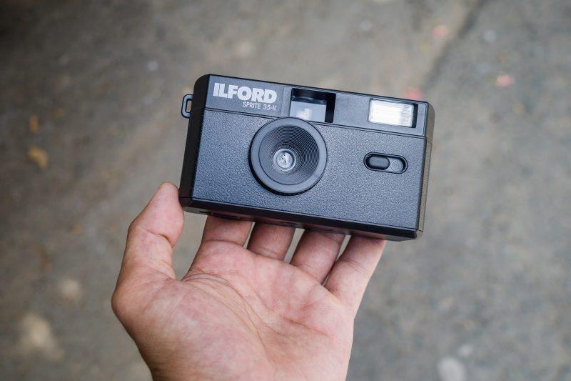 Máy ảnh film giá rẻ Ilford Sprite 35 II
