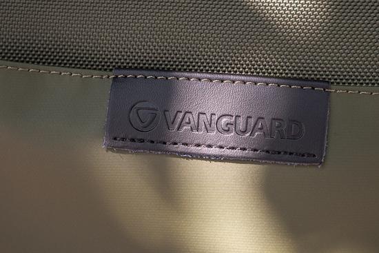 Logo Vanguard được thêu bằng tay